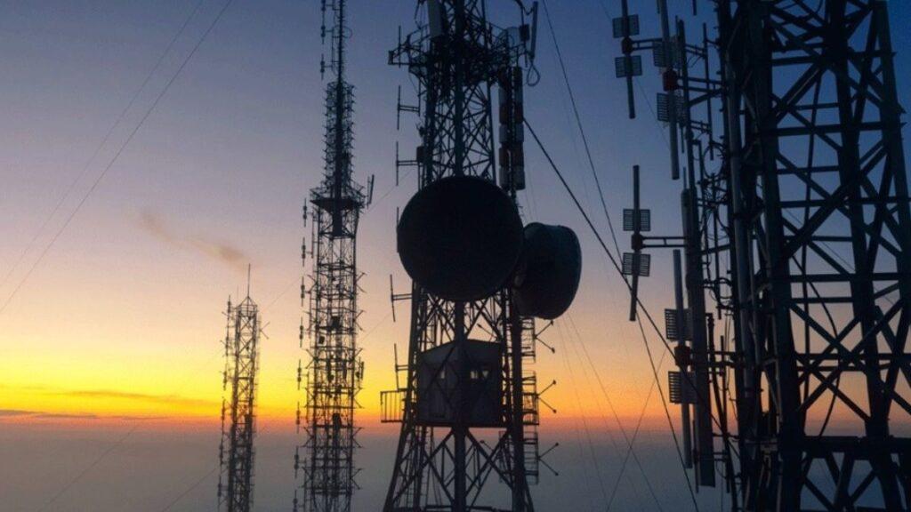 Espectro caro pone en riesgo desarrollo digital de México: IFT