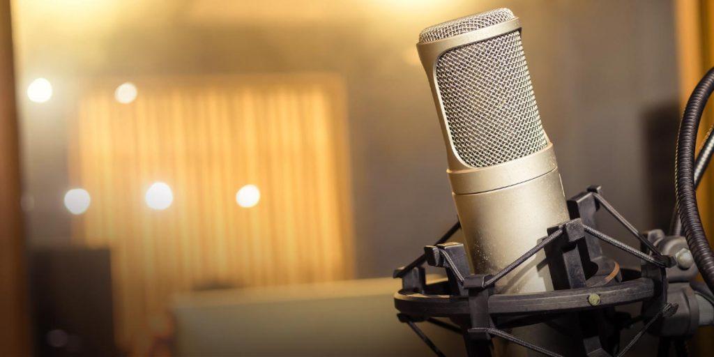 COVID- 19 Guía para el personal al micrófono
